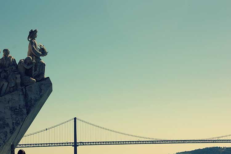 Monument à Lisbone pour représenter la formation en portugais à distance